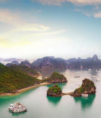 Papiers peints Destination de voyage étonnante en Asie - Baie d'Halong mer exotique et les îles dans le nord du Vietnam