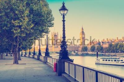 Papiers peints Effet de filtre photo rétro - réverbère sur la rive sud de la Tamise avec Big Ben et le palais de Westminster en arrière-plan, Londres, Angleterre, Royaume-Uni