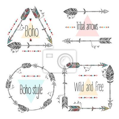 Ensemble de cadres de flèches, flèches tribales. Plumes ethniques. Boho Style. Illustration vectorielle