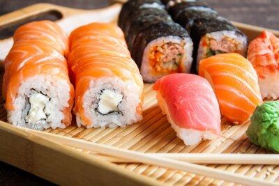 Papiers peints Ensemble de sushi japonais