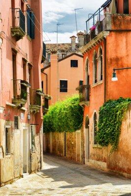 Papiers peints Façades de vieilles maisons sur la rue Gradisca Cannaregio à Venise