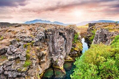 Papiers peints Falaises et fissures profondes dans le parc national de Thingvellir, sud I