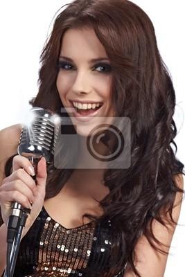 Femme chantant dans la rétro MIC