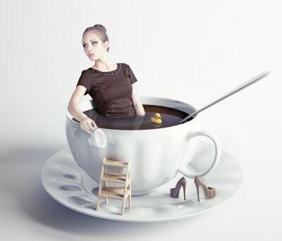 Papiers peints femme dans une tasse de café