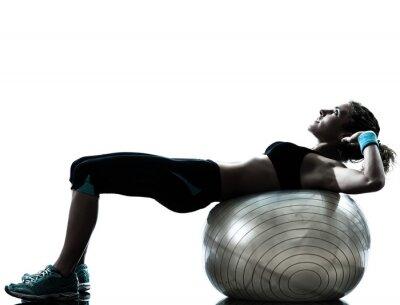 Papiers peints femme exerçant fitness ball entraînement