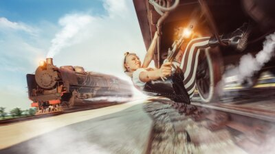 Papiers peints Femme sexy avec le pistolet essaie d'arrêter le train.