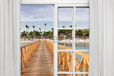 Papiers peints fenêtre ouverte vue sur le belvédère dans la mer