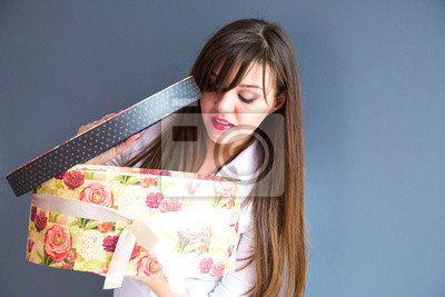 Fille avec un cadeau