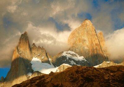 Papiers peints Fitz Roy montagne dans les lumières du lever du soleil. Los Glaciares National Par