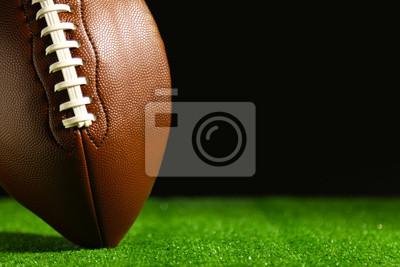 Papiers peints Football américain sur l'herbe verte, sur fond noir