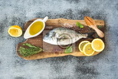 Frais, doré, doré, poisson, citron, herbes, huile, épices, rustique, bois ...