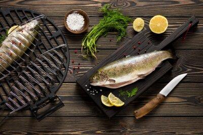 Papiers peints Frais poissons de truite entiers préparés à griller vue de dessus