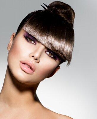 Papiers peints Fringe. Mannequin Girl With coiffure à la mode