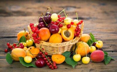 Fruits frais d'été dans le panier