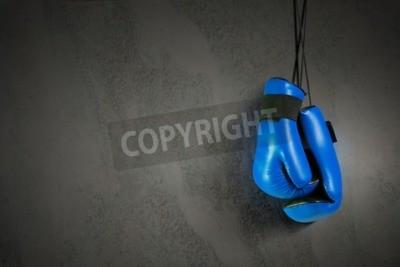 Papiers peints Gants de boxe suspendus au clou sur le mur