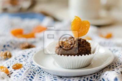 gâteau au chocolat avec des abricots secs