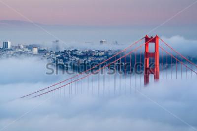 Papiers peints Golden Gate à l'aube entouré de brouillard