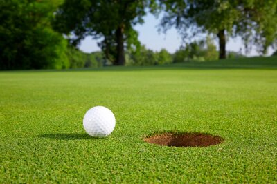 Papiers peints Golf ball on the green