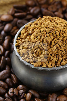 Grains de café aromatiques fraîches et café instantané