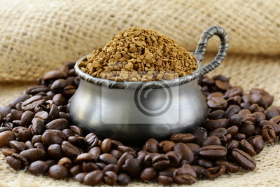 Grains de café aromatiques fraîches et le café instantané