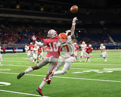 Papiers peints Great action photos of high school football players making amazing plays during a football game
