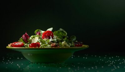 Green salad with cherry tomatoes, walnuts and sesame.