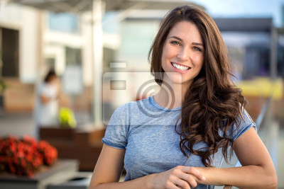 Papiers peints Gros, clair, blanc, sourire, headshot, beau, brunette, femme, sincère, heureux, gai, positif, expression