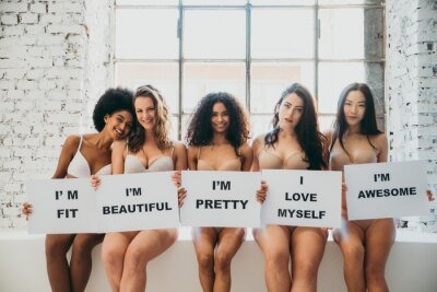 Papiers peints Group of women with different body and ethnicity posing together to show the woman power and strength. Curvy and skinny kind of female body concept