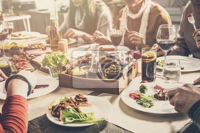 Papiers peints Groupe de personnes ayant repas ensemble convivialité