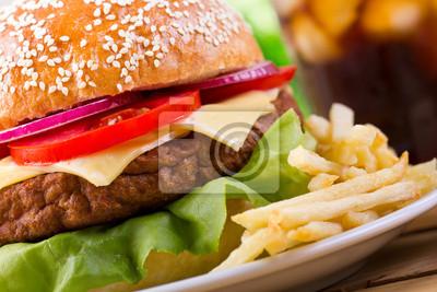 Hamburger avec des frites françaises