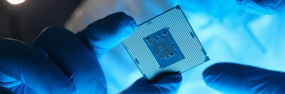 Papiers peints Hands in gloves hold chip testing microelectronics