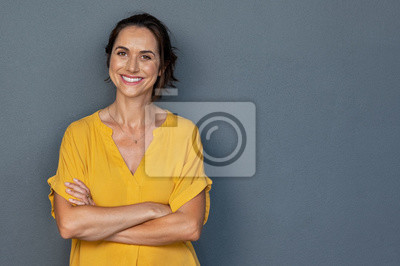 Papiers peints Happy mature woman smiling on grey wall