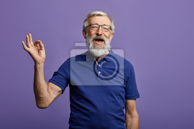 Papiers peints happy positive handsome old man shows Ok sign, no problems, health is ok.everything is ok. close up portrait. isolated blue background. happiness, success concept