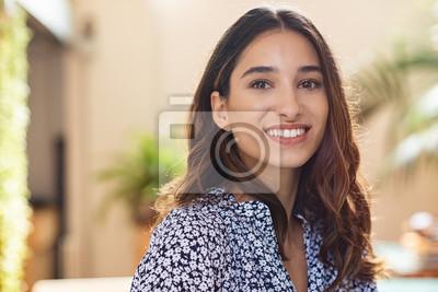 Papiers peints Happy young woman smiling