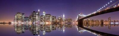 Papiers peints Horizon de New York et de réflexion dans la nuit