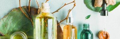 Papiers peints Huiles homéopathiques, compléments alimentaires pour la santé intestinale Cosmétiques naturels, huiles de soin de la peau sur fond clair.