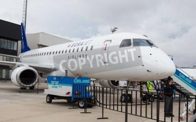 Papiers peints ISTANBUL, TURQUIE - le 27 Septembre, 2014: Embraer E190 Borajet à Istanbul Ataturk Airport Airshow Quels héros
