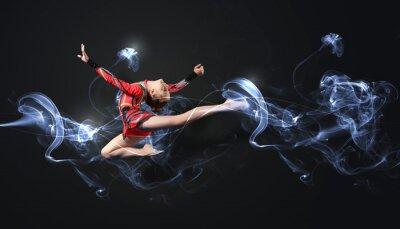 Papiers peints Jeune femme en costume gymnaste posant