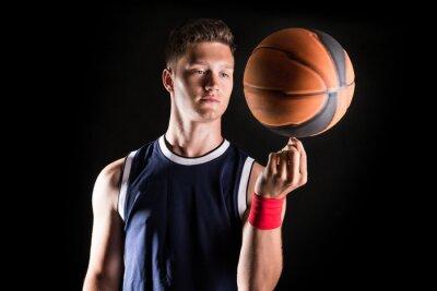 Papiers peints joueur de basket-ball tourner la balle sur le doigt