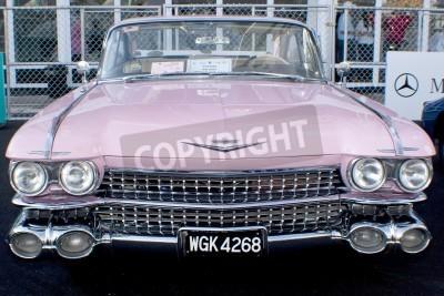 Papiers peints KUALA LUMPUR, MALAISIE - 27 MARS: Un Cadillac sur l'affichage lors de la 8e KL Vintage et Classic Car Concourse chez Petronas Pit Pulse KLCC Mars 27 2010 à Kuala Lumpur, en Malaisie.