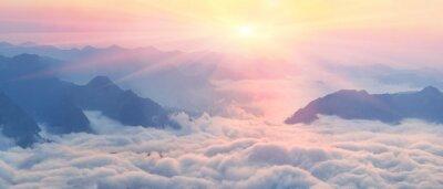 Papiers peints L'aube au-dessus de la mer de brouillard