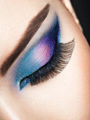 Papiers peints L'oeil de la femme avec le maquillage des yeux bleus