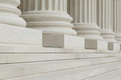 Papiers peints La rangée de colonnes classiques avec des étapes