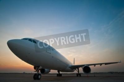 Papiers peints Le parking de l'avion commercial à l'aéroport