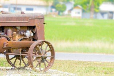 Papiers peints Le tracteur antique dans le riz paddy