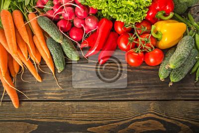 Légumes frais sur la table en bois