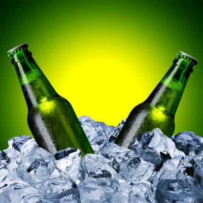 Papiers peints Les bouteilles de bière sur le cube de glace