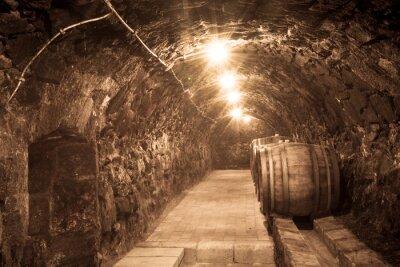 Papiers peints Les fûts de chêne dans le tunnel de la cave vinicole de Tokaj, Hongrie