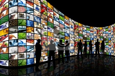 Les gens qui cherchent à mur d'écrans