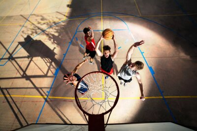 Papiers peints les jeunes joueurs de basket-ball jouant avec l'énergie